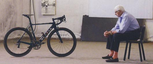 イタリアの至宝Ugo DE Rosa。最新のカーボンフレームで作られたDe Rosaの自伝車。